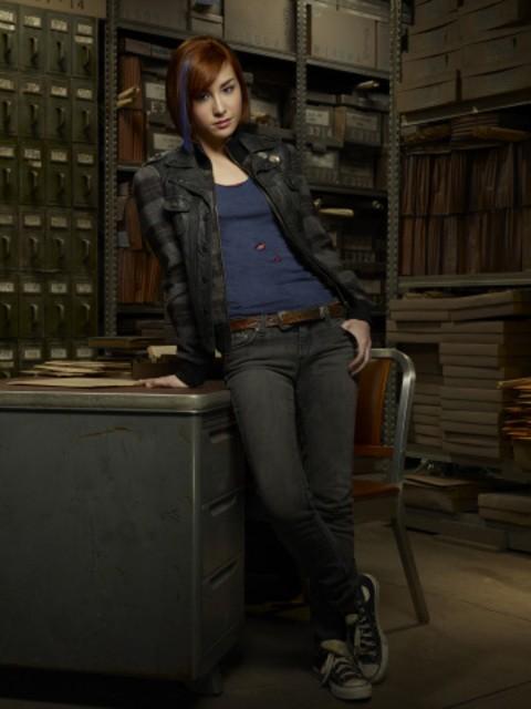 Allison Scagliotti in una foto promozionale di Warehouse 13