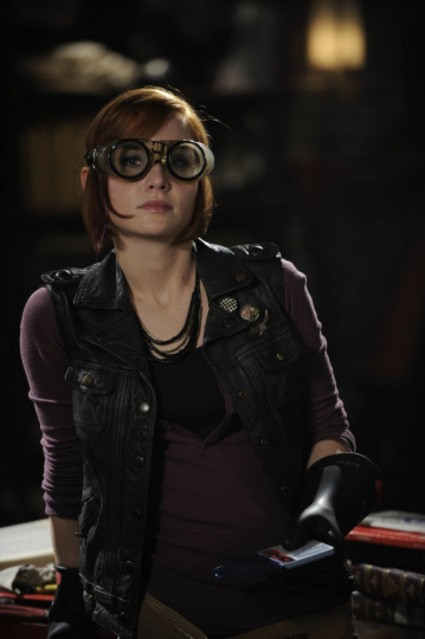 Allison Scagliotti in una scena dell'episodio Elements di Warehouse 13