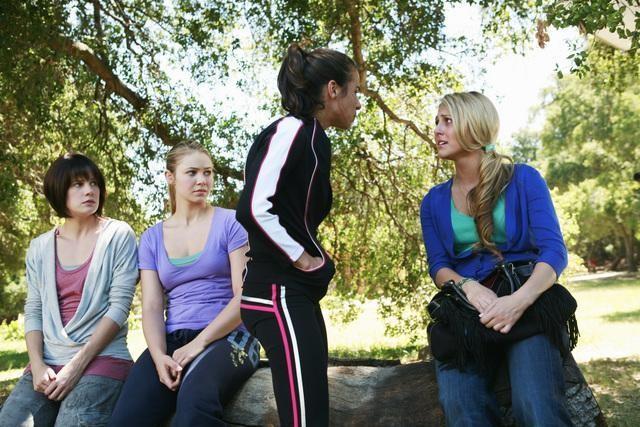 Ayla Kell, Chelsea Hobbs, Josie Loren e Cassie Scerbo in una scena dell'episodio Where's Kaylie? di Make It Or Break It