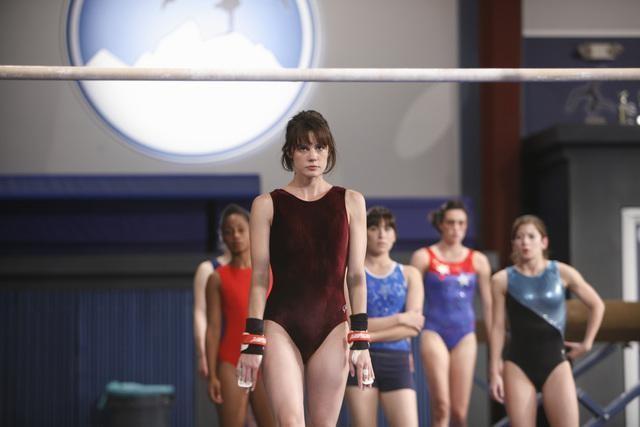 Chelsea Hobbs in una scena dell'episodio Run, Emily, Run di Make it or Break it