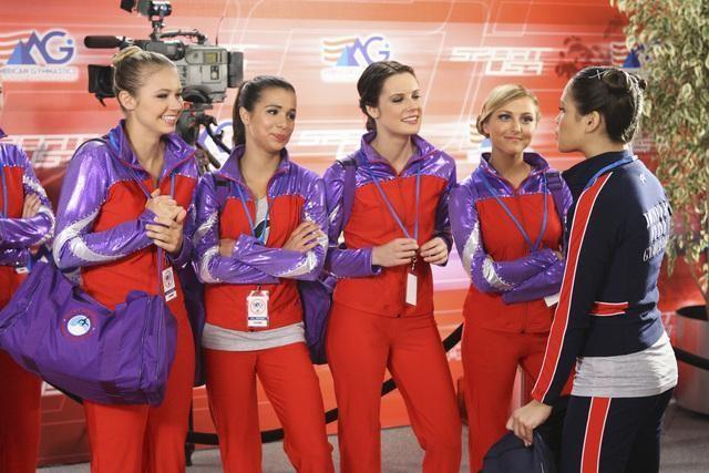 Chelsea Hobbs, Josie Loren, Cassie Scerbo ed Ayla Kell in una scena dell'episodio All That Glitters di Make it or Break it