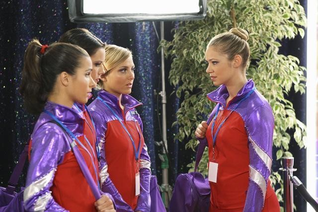 Chelsea Hobbs, Josie Loren, Cassie Scerbo ed Ayla Kell nell'episodio All That Glitters di Make it or Break it