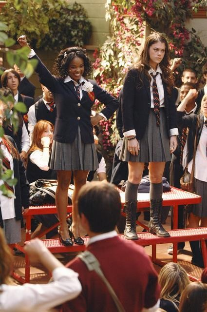 Dana Davis e Lindsey Shaw nell'episodio Don't Leave Me This Way di 10 Things I Hate About You
