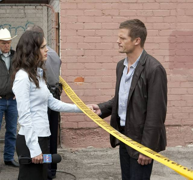 Erin Cahill e Bailey Chase in una scena dell'episodio Am I Going to Lose Her? di Saving Grace