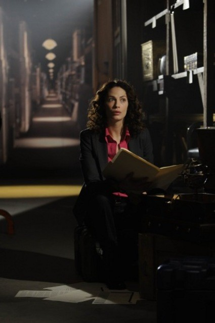 Joanne Kelly in una scena dell'episodio Claudia di Warehouse 13