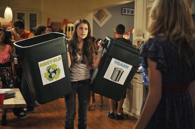 Lindsey Shaw in una scena dell'episodio Fight for Your Right di 10 Things I Hate About You