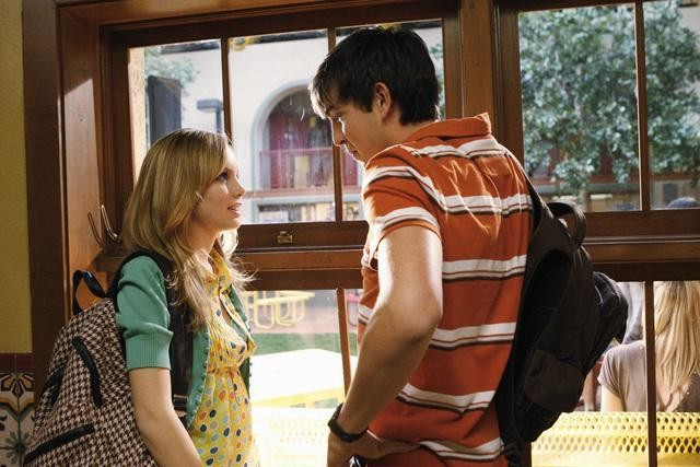 Meaghan Jette Martin e Nicholas Braun nell'episodio Won't Get Fooled Again di  10 Things I Hate About You