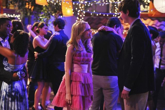 Nicholas Braun e Meaghan Jette Martin in un momento dell'episodio Dance Little Sister di  10 Things I Hate About You