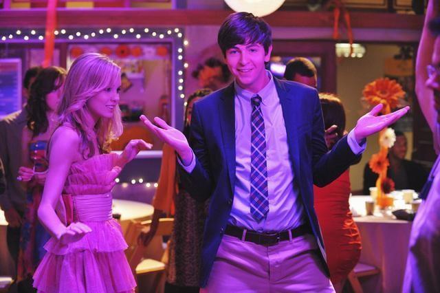 Nicholas Braun e Meaghan Jette Martin in una scena dell'episodio Dance Little Sister di  10 Things I Hate About You