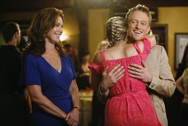 Peri Gilpin, Neil Jackson ed Ayla Kell nell'episodio All's Fair In Love, War and Gymnastics di Make it or Break it