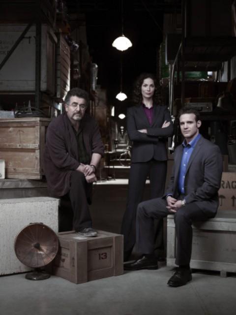 Saul Rubinek, Joanne Kelly ed Eddie McClintock in una foto promozionale di Warehouse 13
