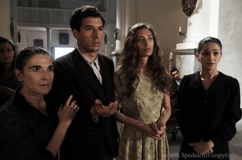 Francesco Scianna, Margareth Madè e Nicole Grimaudo in una scena del film Baaria
