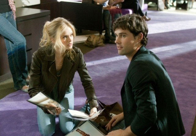 Ben Hollingsworth e Sara Paxton in un momento del pilot di The Beautiful Life