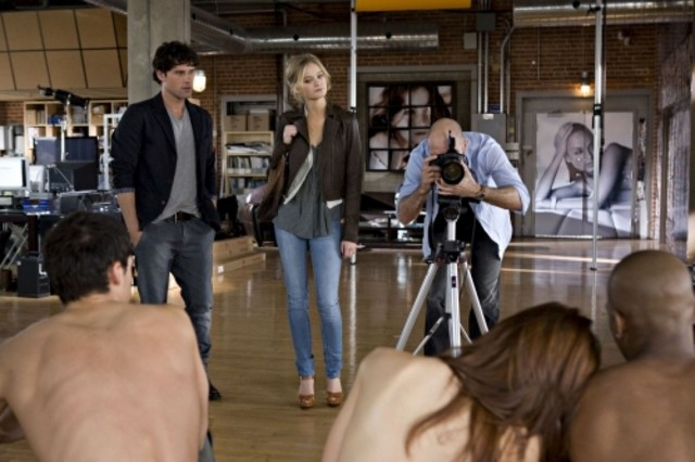 Ben Hollingsworth e Sara Paxton in una scena del pilot di The Beautiful Life
