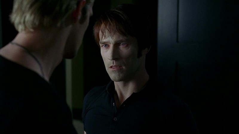 Il vampiro Bill (Stephen Moyer) in una scena dell'episodio 'I Will Rise Up' della serie tv True Blood