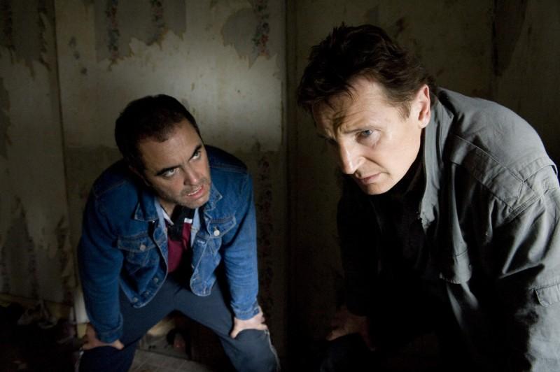 James Nesbitt e LIam Neeson in una scena del film Five Minutes of Heaven