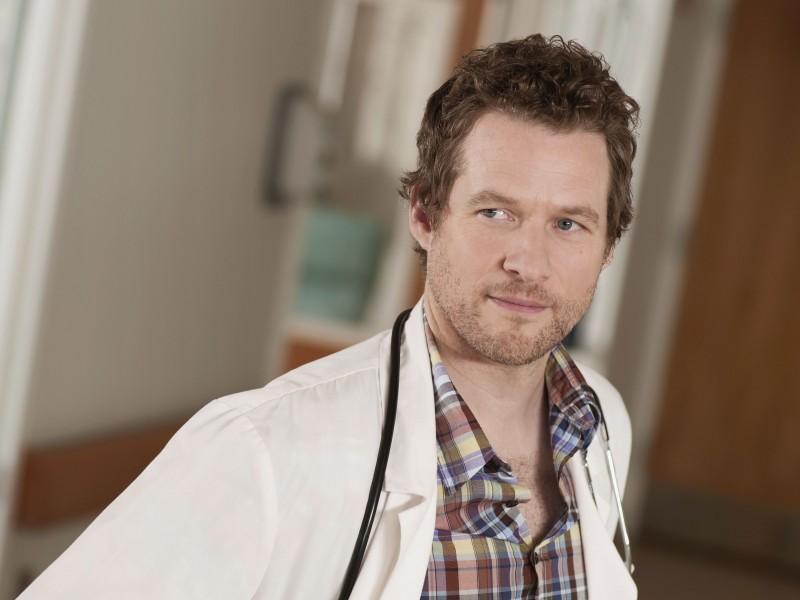 James Tupper è il dottor Chris Sands in una foto promozionale della serie NBC Mercy