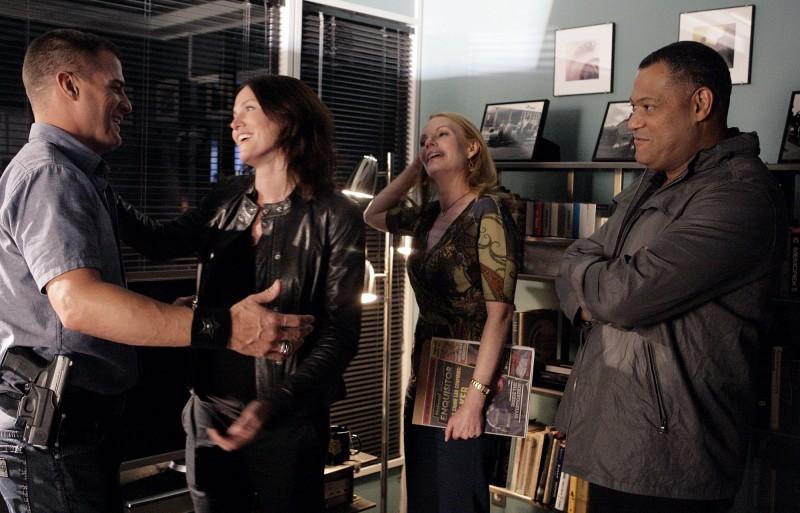 Jorja Fox, Laurence Fishburne, Marg Helgenberger e George Eads nell'episodio Family Affair di CSI