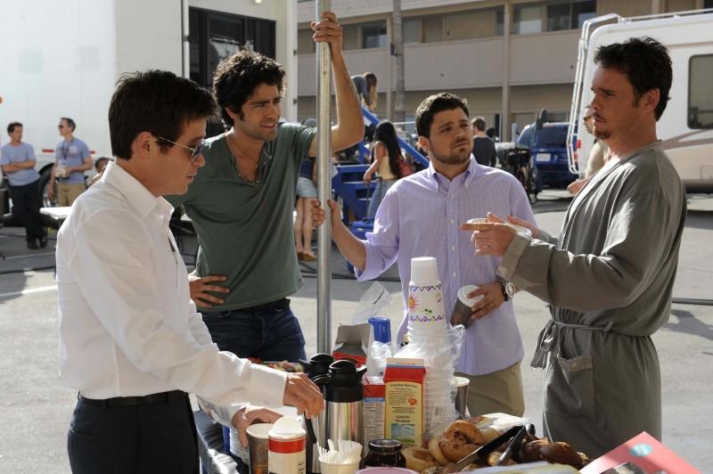 Kevin Connolly, Kevin Dillon, Adrian Grenier e Jerry Ferrara una scena dell'episodio 'Murphy's Lie' della sesta stagione di Entourage