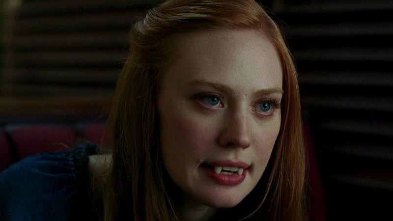 La vampira Jessica (Deborah Ann Woll) battibecca con la suocera in una scena dell'episodio 'I Will Rise Up' della serie tv True Blood