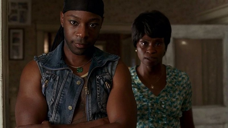 Lafayette (Nelsan Ellis) e la madre di Tara (Adina Porter) in una scena dell'episodio 'I Will Rise Up' della serie tv True Blood