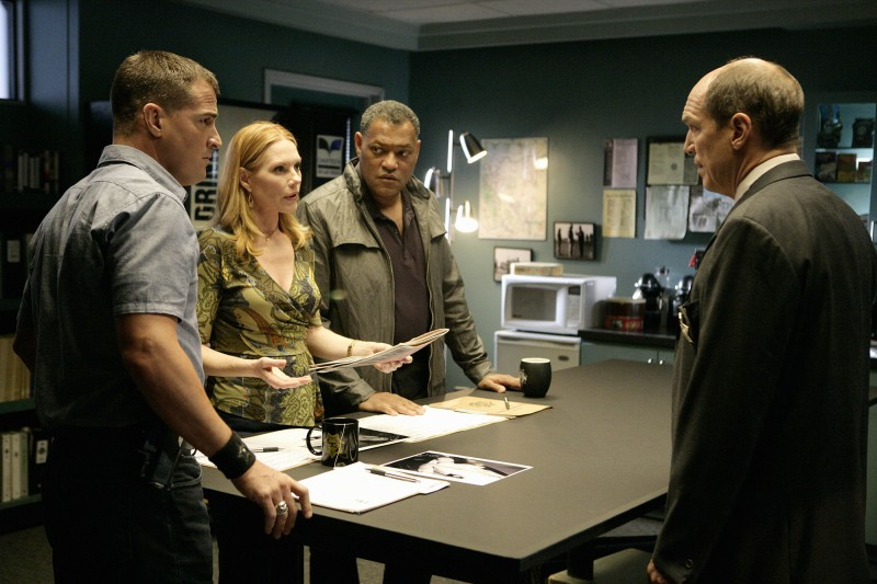 Marc Vann, Laurence Fishburne, Marg Helgenberger e George Eads in una scena dell'episodio Family Affair di CSI