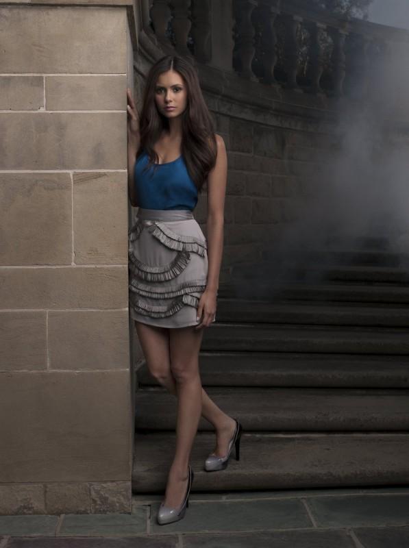 Nina Dobrev è Elena in una immagine promozionale della nuova serie CW The Vampire Diaries