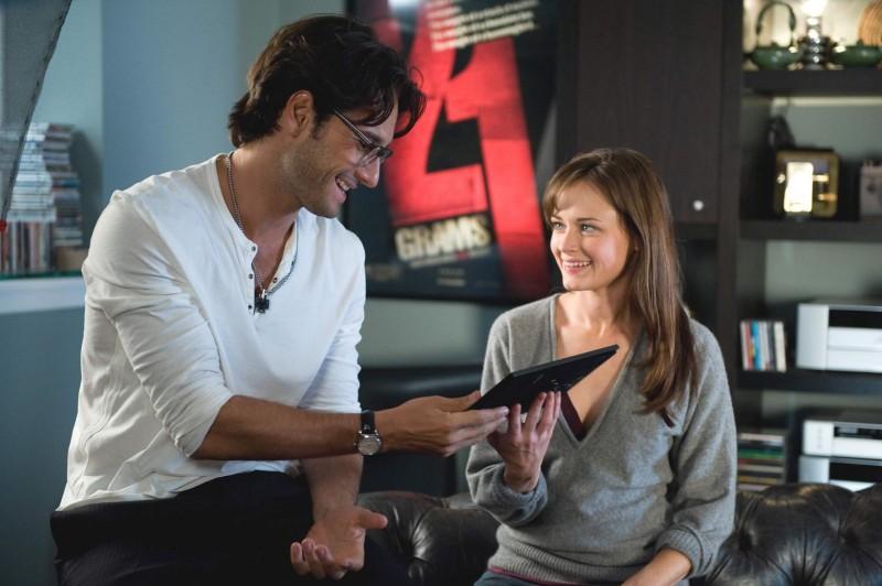 Rodrigo Santoro e Alexis Bledel in una scena del film Post Grad