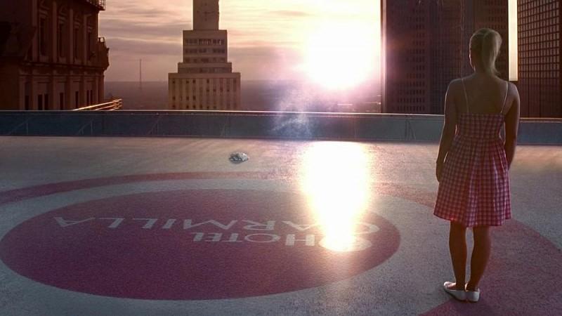 Sookie (Anna Paquin) guarda Godric sparire in una straziante scena dell'episodio 'I Will Rise Up' della serie tv True Blood