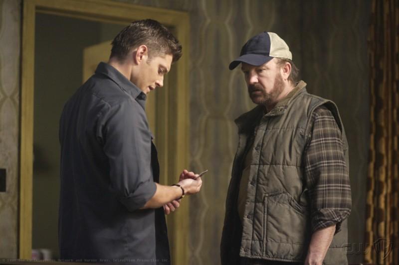 Jensen Ackles e Jim Beaver in una scena dell'episodio Sympathy for the Devil di Supernatural