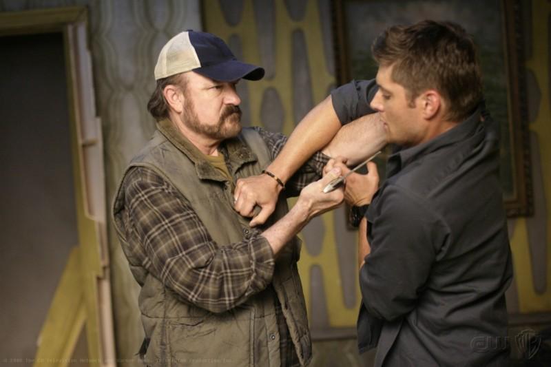 Jensen Ackles e Jim Beaver nell'episodio Sympathy for the Devil di Supernatural
