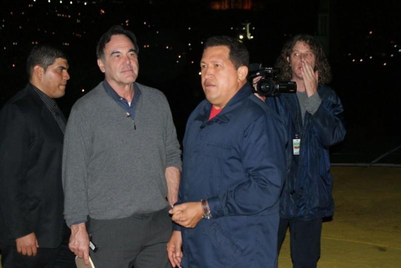 Il regista Oliver Stone e Hugo Chávez in un'immagine del documentario South of the Border