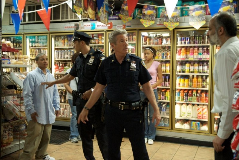Richard Gere in una scena del poliziesco Brooklyn's Finest