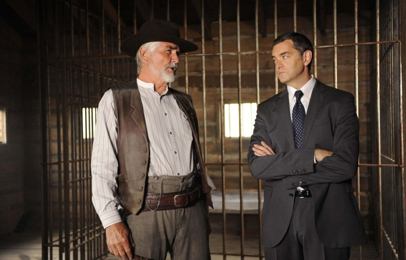 Timothy Omundson e James Brolin in una scena dell'episodio High Noon-ish di Psych