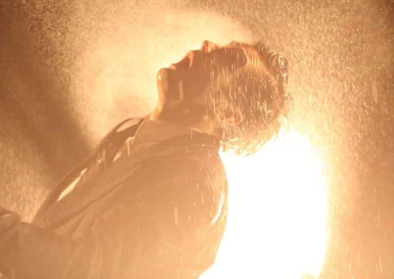 Una scena del film Tetsuo - The Bullet Man