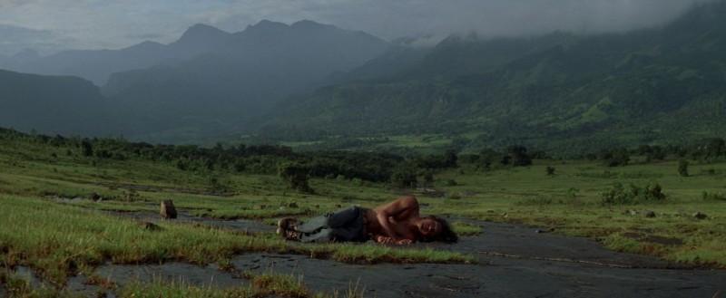 Un'immagine tratta dal film Between Two Worlds