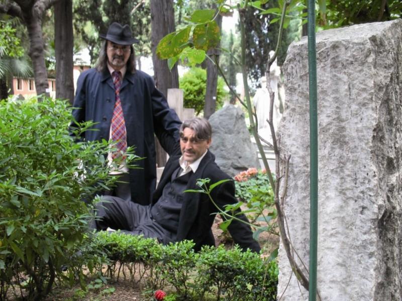 Biagio Propato e Salvatore Sansone in una scena del documentario Poeti di Toni D'Angelo
