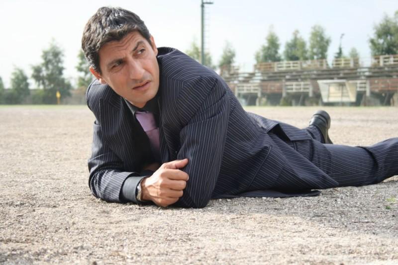 Emilio Solfrizzi in una scena del film Piede di Dio