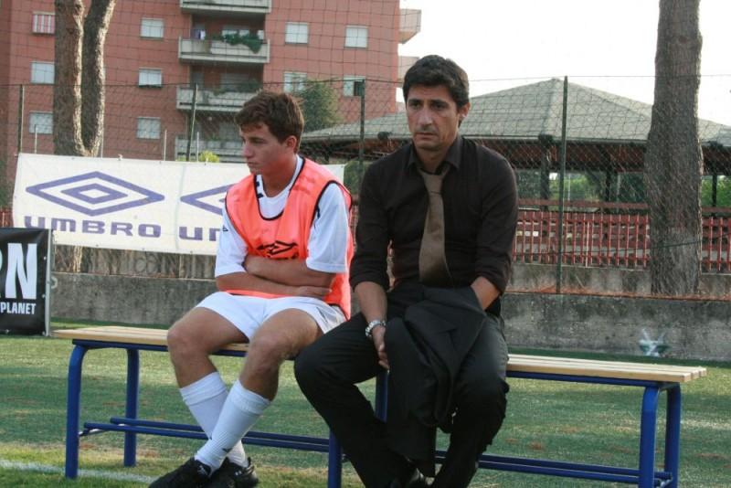 Filippo Pucillo ed Emilio Solfrizzi in una scena del film Piede di Dio
