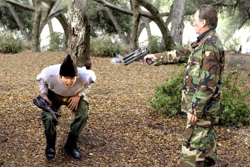 Jon Heder e Billy Bob Thornton in una scena del film Scuola per canaglie
