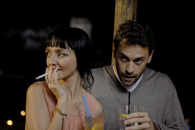 Maria De Medeiros e Massimo Poggio in una scena del film Il compleanno