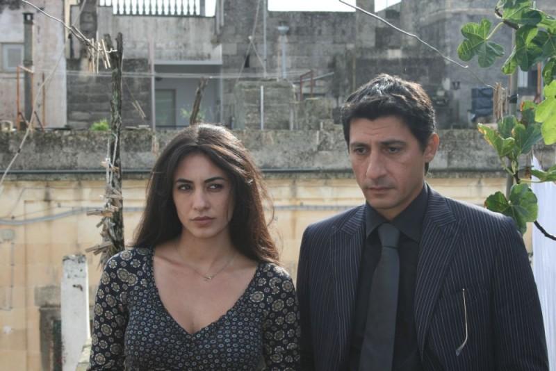 Rosaria Russo ed Emilio Solfrizzi in una scena del film Piede di Dio
