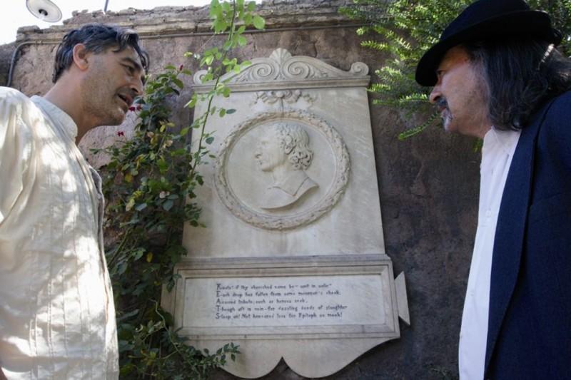 Salvatore Sansone e Biagio Propato in un'immagine del documentario Poeti di Toni D'Angelo