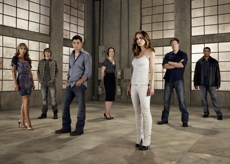 Una foto promozionale del cast della seconda stagione di Dollhouse