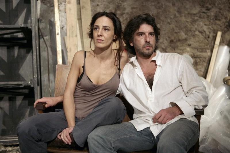 Valentina Carnelutti e Luca Lionello in un'immagine del film Le ombre rosse