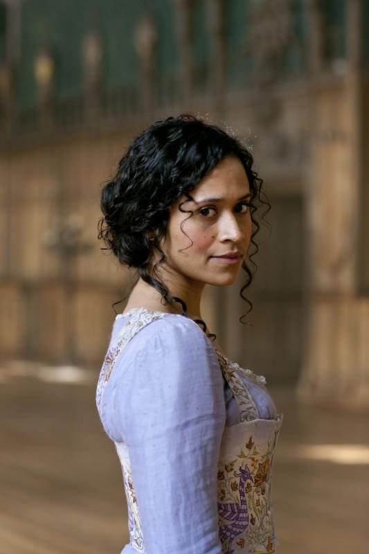 Angel Coulby in una immagine promozionale della stagione 2 di Merlin