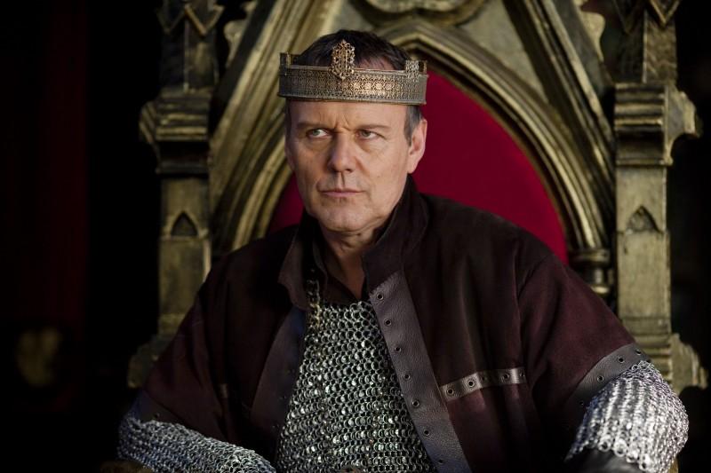 Anthony Head in una scena della stagione 2 di Merlin