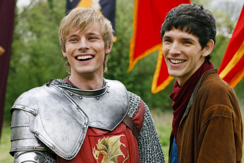 Colin Morgan e Bradley James nella stagione 2 di Merlin