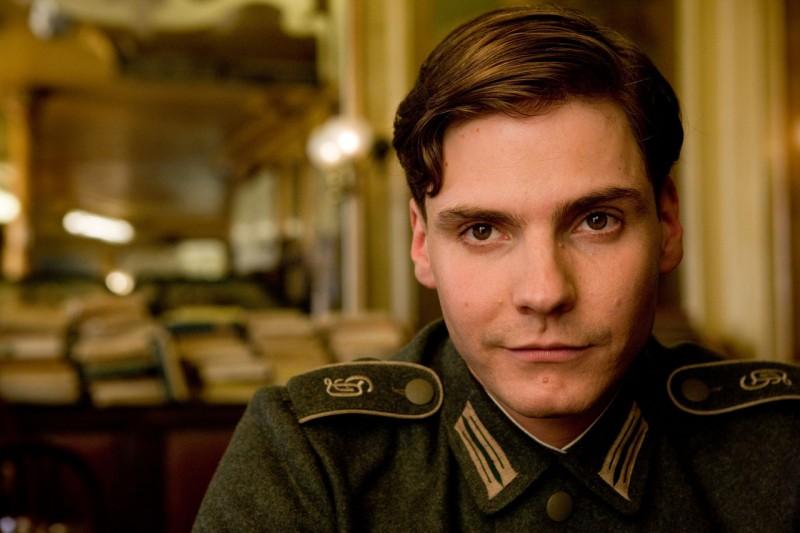 Daniel Brühl è Fredrick Zoller nel film Bastardi senza gloria