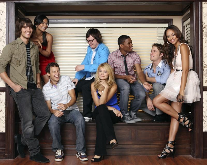 Il cast di Greek - La confraternita in una foto promozionale della stagione 3